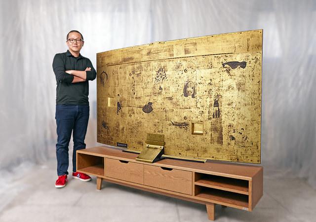 Samsung zlicytuje wyjątkowy, lakierowany tradycyjną koreańską metodą na złoto, 78-calowy zakrzywiony telewizor UHD TV. /materiały prasowe