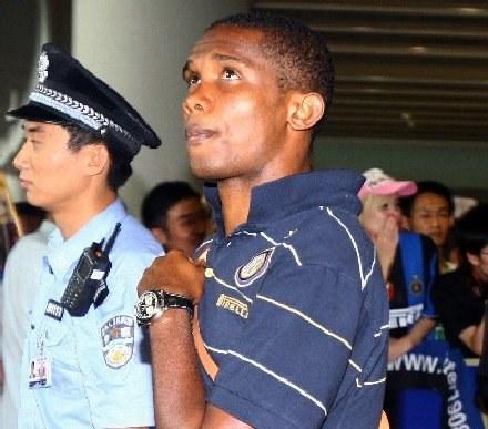 Samuel Eto'o już w koszulce z herbem Interu Mediolan /AFP