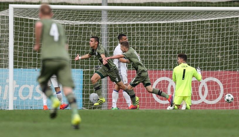 Sandro Kulenović cieszy się ze strzelonego gola przeciwko Realowi Madryt w meczu młodzieżowej Ligi Mistrzów /Tomasz Jastrzębowski /East News