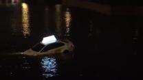 Sankt Petersburg: Taksówka wpadła do rzeki