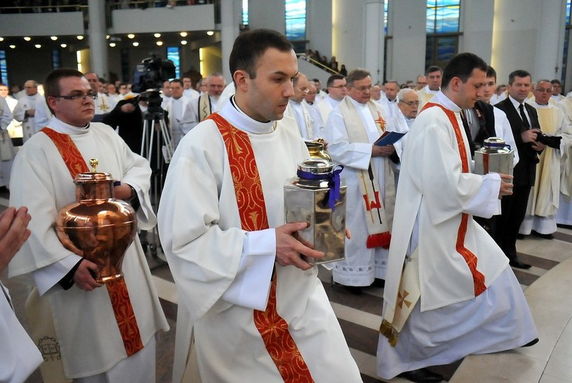 Sanktuarium Bożego Milosierdzia w Krakowie. Msza Krzyżma Świętego /M. Lasyk /Reporter