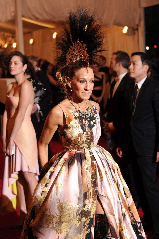 Sarah Jessica Parker jest znana ze swojego zamiłowania do mody /Getty Images