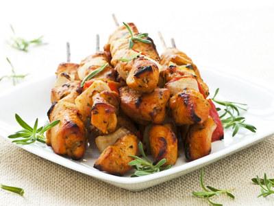 Satay z kurczaka to żadna nowość, ale zawsze dobrze smakuje  /© Panthermedia