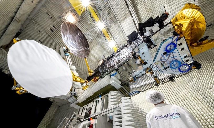 Satelita EUTELSAT 8 West B podczas testów we Francji /materiały prasowe