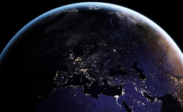 Satelita widzi, co robimy nocą