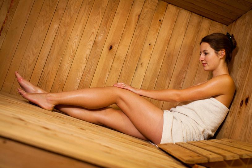 Sauna sucha to tzw. sauna fińska o niskiej wilgotności powietrza i wysokiej temperaturze /© Panthermedia