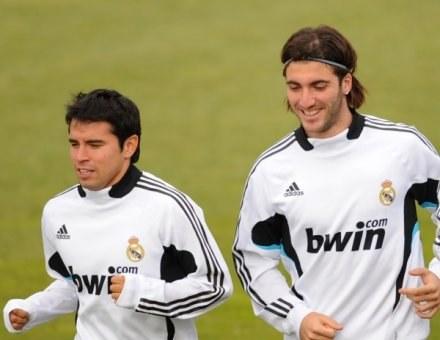 Saviola liczy, że wkrótce zastąpi Gonzalo Higuaina w ataku Realu /AFP