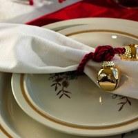 Savoir-vivre: Co zrobić z serwetą, gdy siadamy przy stole?