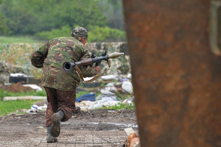 SBU publikuje kolejny dowód na to, że w Donbasie Ukraińcy walczą z regularnym rosyjskim wojskiem, zdj. ilustracyjne /GENYA SAVILOV / AFP /AFP