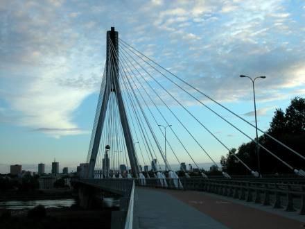 """Sceną na Moście Świętokrzyskim kończył się film """"Nigdy w życiu"""" /fot. B. Czonkow /MWMedia"""