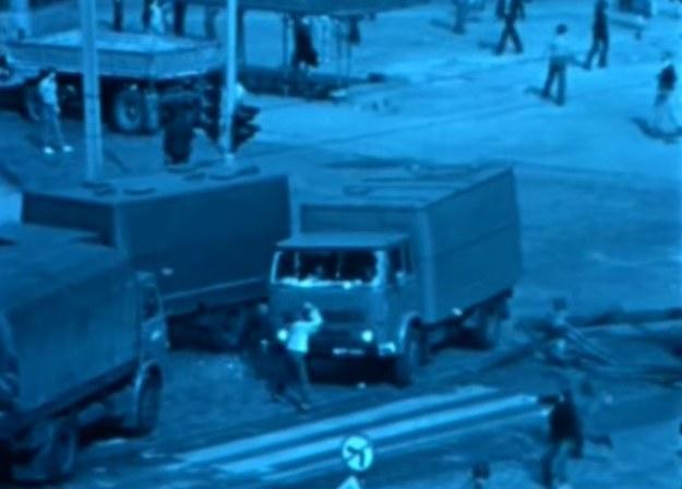 Scena z manifestacji 31 sierpnia 1982 r. we Wrocławiu - kadr z archiwalnego filmu /INTERIA.PL