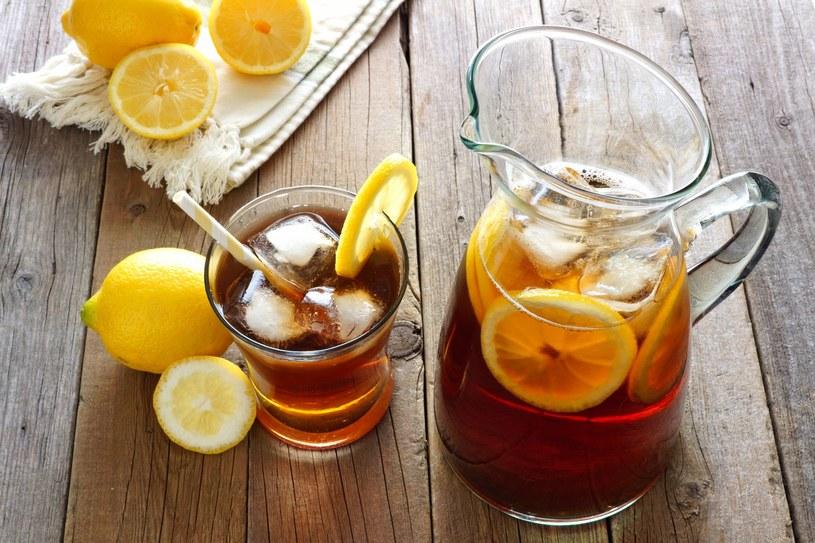 Schłodzona ice tea może towarzyszyć ci na siłowni /©123RF/PICSEL
