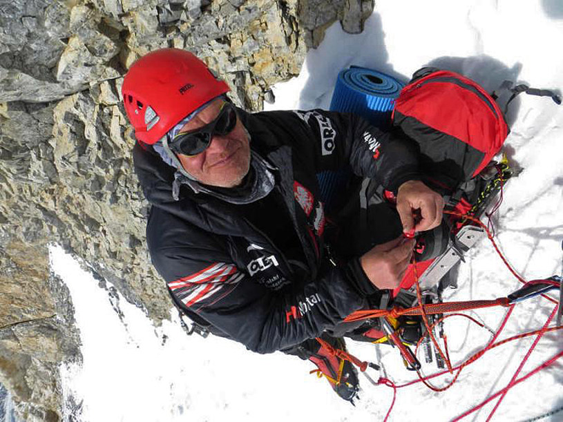 Schodząc ze zdobytego zimą szczytu Broad Peak zginął Maciej Berbeka /AFP