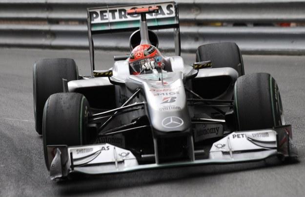 Schumacher minął linię mety jako szósty, ale kara 20 s zepchnęła go na 12. miejsce /AFP