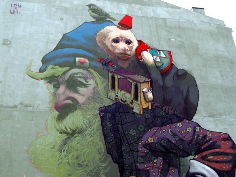 Ściana kamienicy przy ul. Dzielnej 72 /Fot. mecenas muralu Volumetric /.