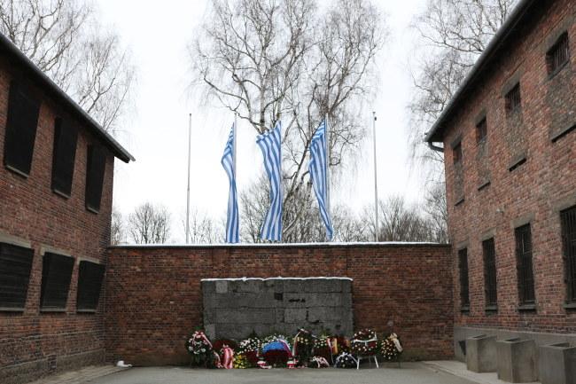 Ściana śmierci w obozie Auschwitz /PAP/Stanisław Rozpędzik /PAP