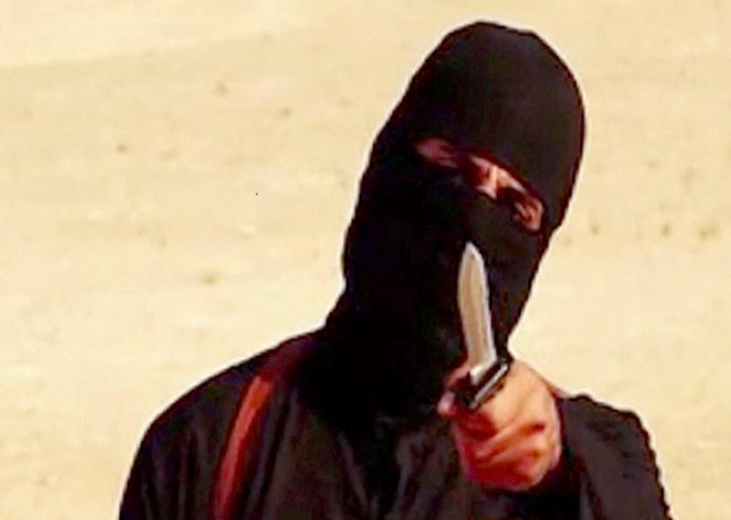 Ścinał głowy zakładnikom. Namierzono islamskiego terrorystę /AFP