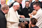 ŚDM: Franciszek podczas spotkań z wiernymi chętnie błogosławi dzieci