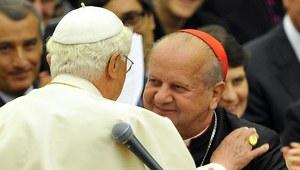 """""""SE"""": Czy kardynał Dziwisz zostanie nowym papieżem?"""