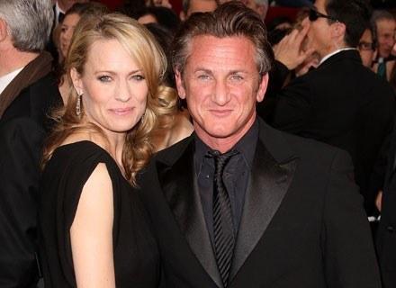Sean Penn zorganizował dla żony koncert na plaży /Getty Images/Flash Press Media