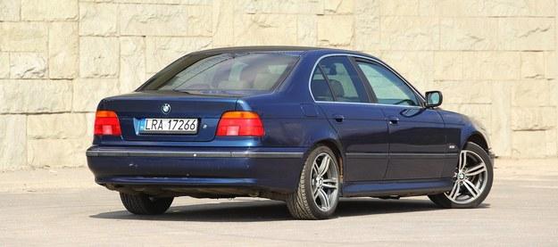 """Sedan z """"manualem"""" przyspiesza do 100 km/h o 0,1 sekundy szybciej niż kombi z tym samym silnikiem (było produkowane od marca 1997 r.). /Motor"""