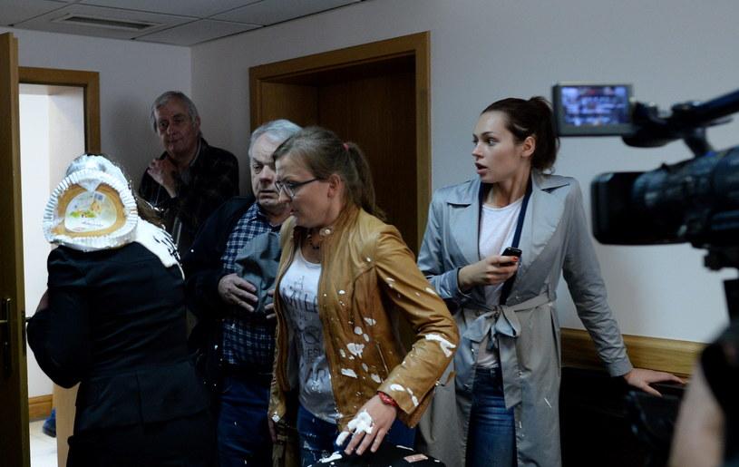 Sędzia dostała tortem w głowę /Jacek Turczyk /PAP