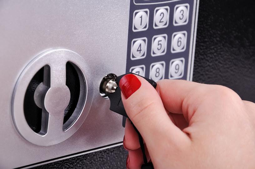 Sejf, sejfy domowe, kasa pancerna czy szafa na dokumenty - czy warto mieć w domu tego typu urządzenie? /©123RF/PICSEL