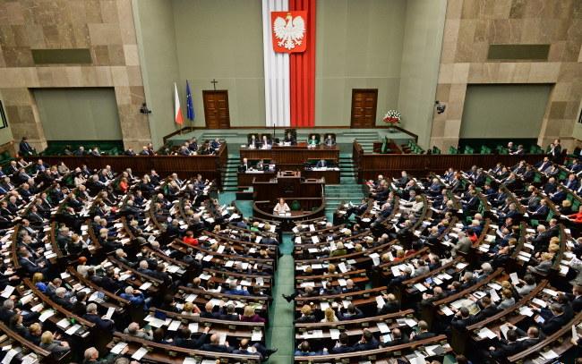 Sejm uchwalił nowelizację dziś w nocy /Marcin Obara /PAP