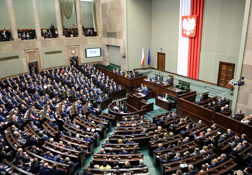 Sejm za ustawą utrzymującą dotychczasową kwotę wolną od podatku /Janek Skarżyński /AFP