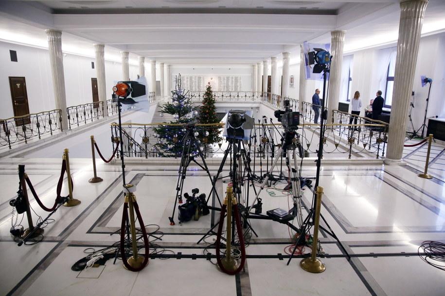 Sejmowy korytarz /PAP/Tomasz Gzell /PAP