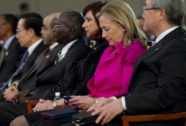 Sekretarz stanu Hilary Clinton i jej BlackBerry /AFP
