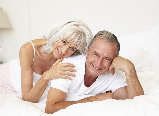 Seks małżeński uszczęśliwia także seniorów /PantherMedia