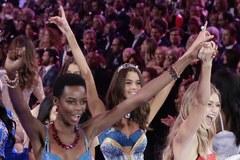 Seksowne jak zwykle! Aniołki Victoria's Secret znów na wybiegu. Wśród nich dwie Polki