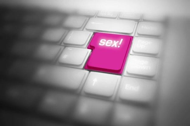 """""""Seksting"""" to wysyłanie i publikowanie przez młodzież treści o charakterze erotycznym /123RF/PICSEL"""