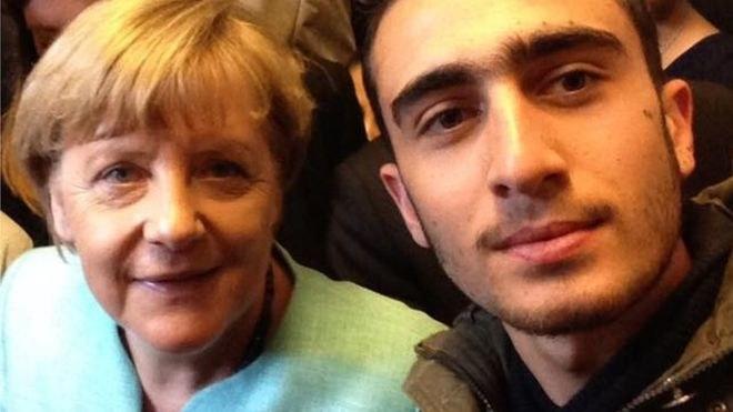 Selfie pojawia się w sieci w przerobionej formie, sugerując w komentarzach terrorystyczną działalność uciekiniera /materiały prasowe