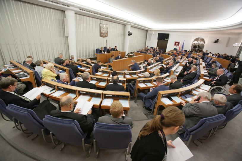 Senat odzrucił wniosek ws. dodoatkowego referendum /Leszek Szymański /PAP