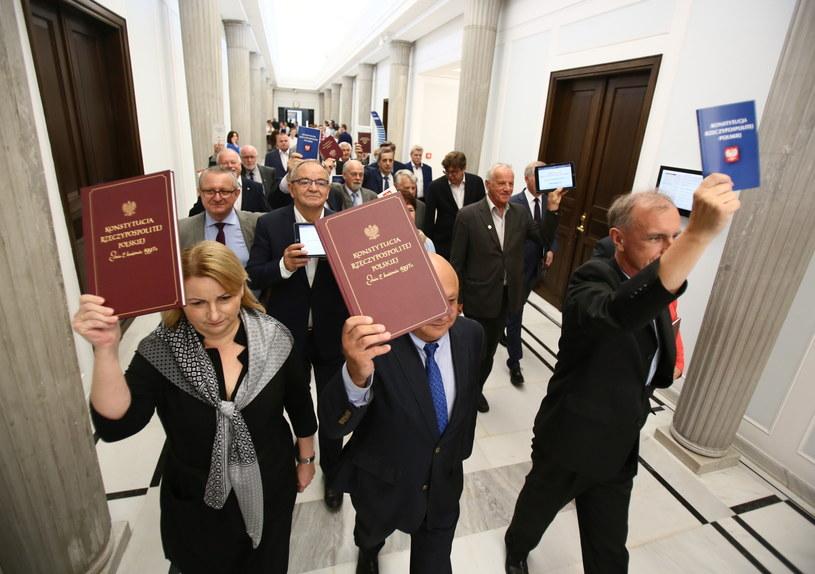 Senatorowie Platformy Obywatelskiej przed konferencją prasową w Sejmie /Leszek Szymański /PAP