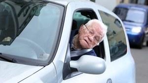 Seniorzy poza kontrolą