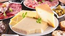 Ser pleśniowy i topiony - ile mają kalorii i co zawierają?