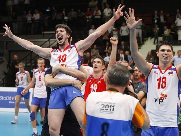 Serbowie cieszą się po zwycięstwie nad Rosją /AFP