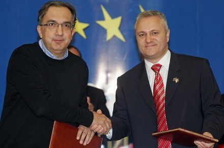 Sergio Marchionne i serbski Minister Gospodarki Mladjan Dinkic /AFP