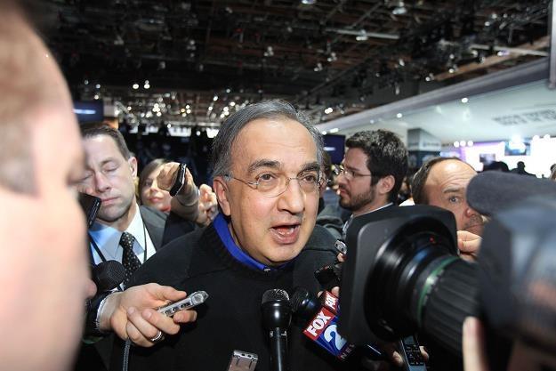 Sergio Marchionne, szef Fiata i Chryslera na salonie w Detroit był rozchwytywany /AFP
