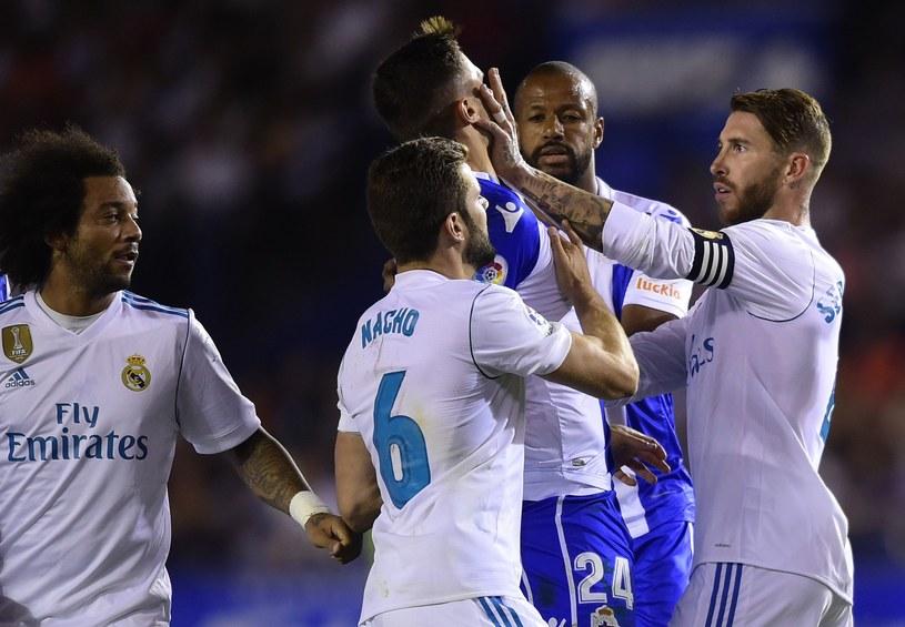 Sergio Ramos zaatakował Fabiana Schaera z Deportivo podczas niedzielnego meczu /AFP