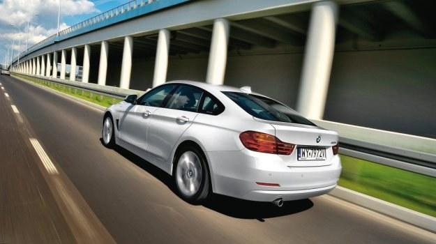 Seria 4 Gran Coupe ma niemal takie same wymiary jak Coupe. Poza dodatkową parą drzwi, wyróżnia ją dłuższy i wyższy dach. /Motor