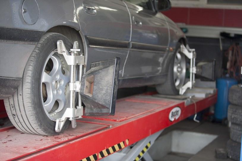 Serwisowanie samochodów jest coraz droższe /Adam Wysocki /East News