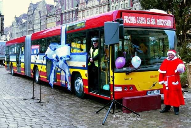 Setny autobus (kliknij) /INTERIA.PL