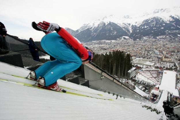 Severin Freund wygrał kwalifikacje do konkursu PŚ w szwajcarskim Engelbergu /AFP