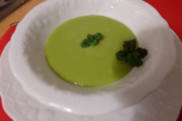 Sezon na zupy – krem z zielonego groszku z miętą