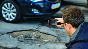 Sfotografować trzeba nie tylko uszkodzenia samochodu, ale i okolicę, w której doszło do zdarzenia. /Motor