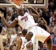 Shaquille O'Neal zdobył 19 punktów dla Heat w meczu z Bucks /AFP